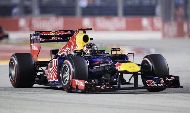 Dvojnásobný světový šampión Sebastian Vettel míří k triumfu v Grand Prix Singapuru