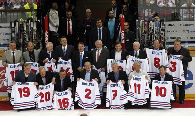 Hokejové legendy, které v roce 1972 vybojovaly na mistrovství světa zlaté medaile.