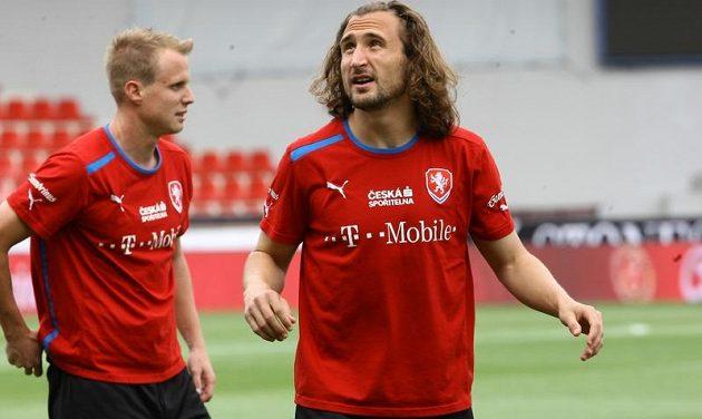 Petr Jiráček a David Limberský na tréninku české fotbalové reprezentace před zápasem s Maďary