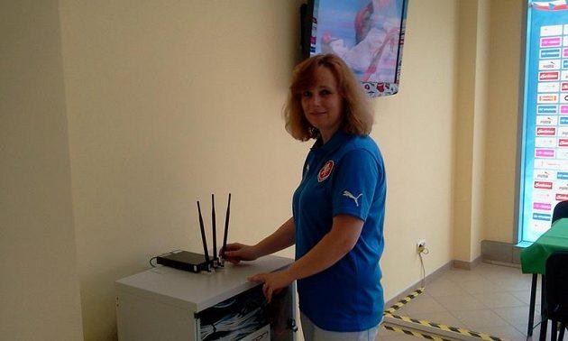 Blanka Holubová chystá tiskové středisko ve Vratislavi.
