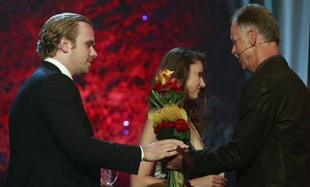 Milan Michálek (vlevo) přebírá cenu za třetí místo od Slavomíra Lenera.