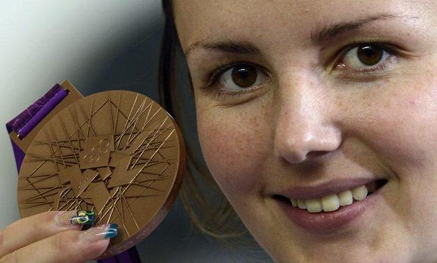 Adéla Sýkorová získala bronz ve střelbě z malorážky na 3x20 ran.