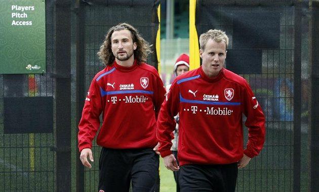 Petr Jiráček a David Limberský po tréninku fotbalové reprezentace v polské Vratislavi