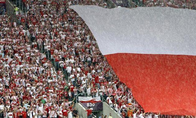 Polští fanoušci během zápasu proti Česku.