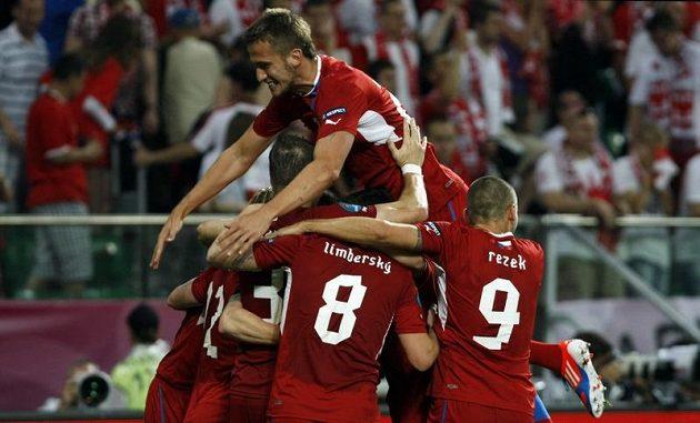 Čeští fotbalisté se radují z postupu do čtvrtfinále mistrovtsví Evropy.