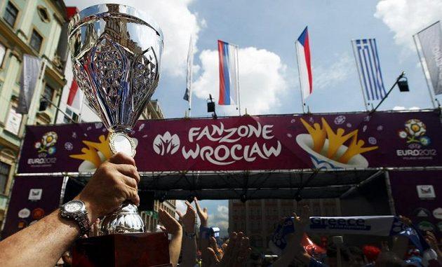 Řečtí fanoušci se bavili v centru Vratislavi před utkáním s Českou republikou na EURO 2012