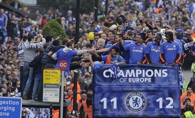 Nadšení fanoušci Chelsea si spolu s hráči vychutnávali triumf v Lize mistrů