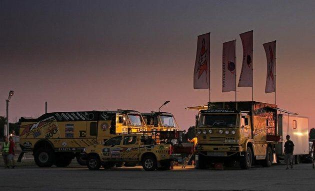 Bivak týmu KM Racing, který se stal součástí projektu Bonver Dakar.