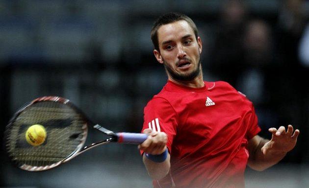 Srbský tenista Viktor Troicki v utkání proti Tomáši Berdychovi ve čtvrtfinále Davis Cupu.