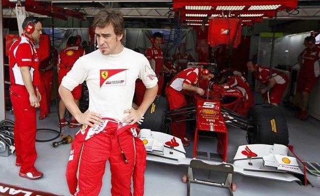 Trápení stáje Ferrari pokračuje. Na snímku naštvaný Fernando Alonso.