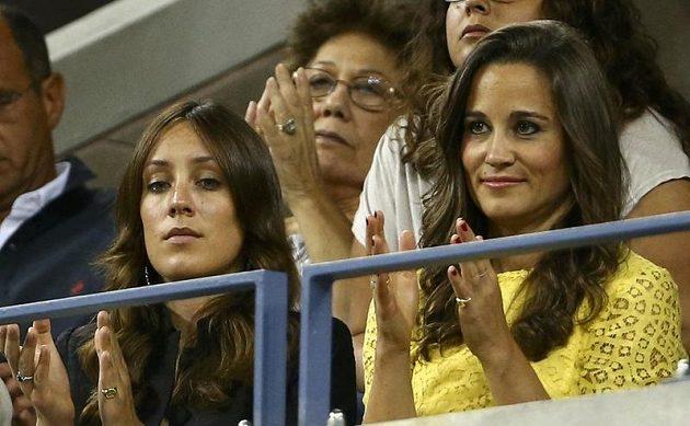 Utkání Tomáše Berdycha s Rogerem Federerem na US Open sledovala v New Yorku také Pippa Middletonová (vpravo), sestra vévodkyně Catherine, manželky britského prince Williama