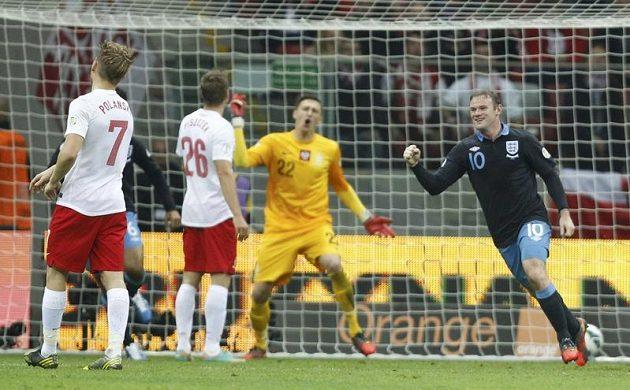 Anglický útočník Wayne Rooney se raduje z úvodní trefy v kvalifikačním duelu proti Polsku