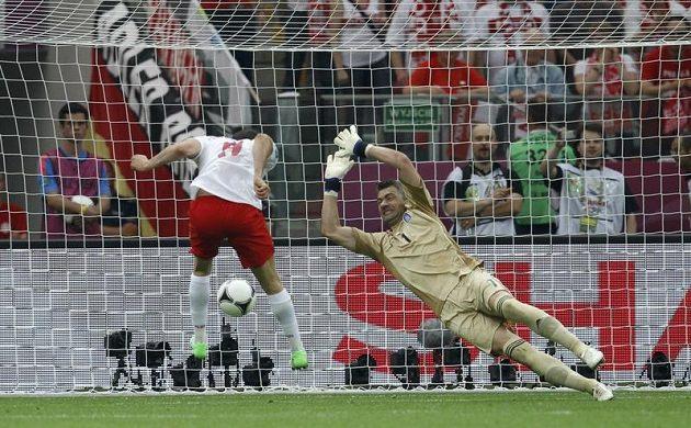 Gól a Poláci vedou 1:0. Úvodní branku turnaje vstřelil v 17. minutě domácí Robert Lewandowski, který takto hlavičkou překonal řeckého brankáře Kostase Chalkiase.