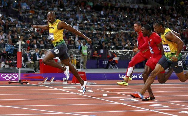 Žádné pochyby. Usain Bolt probíhá první cílem londýnské stovky, fotofiniše nebylo třeba.