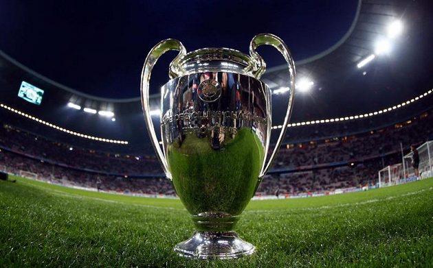 Pohár pro vítěze Ligy mistrů si mohli fanoušci prohlédnout v Mnichově.