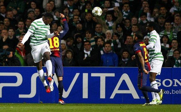 Victor Wanyama (vlevo) střílí gól Barceloně.