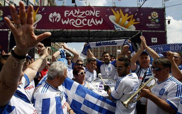 Řečtí fanoušci ve Vratislavi před utkáním s Českou republikou na EURO 2012