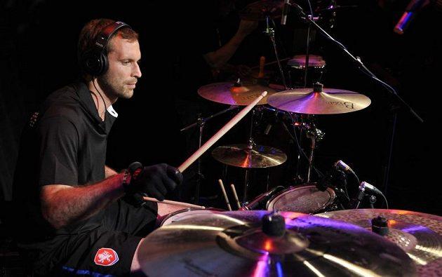 Petr Čech zahrál v Českém domě ve Vratislavi na bicí.