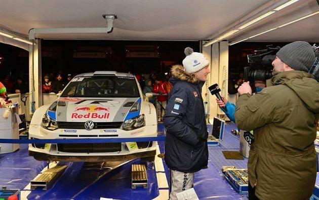 Fin Jari Matti Latvala při soutěžení premiéře v mistrovství světa s vozem Volkswagen Polo WRC vypadl předčasně, a tak měl dostatek času na rozhovory.