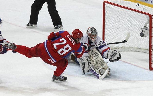 Alexander Semin střílí čtvrtý gól sborné ve finále proti Slovensku