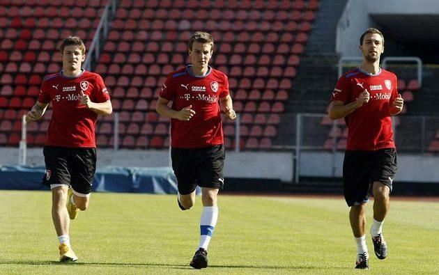 Zleva Václav Pilař, Vladimír Darida a Josef Hušbauer na tréninku fotbalové reprezentace.