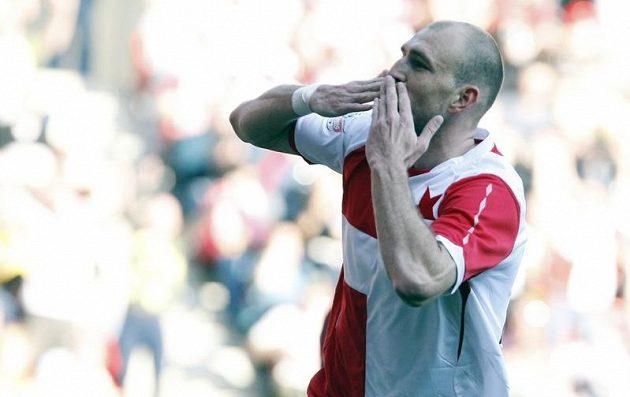 Martin Latka se raduje, právě vstřeli vedoucí gól Slavie v derby prtoti Spartě.