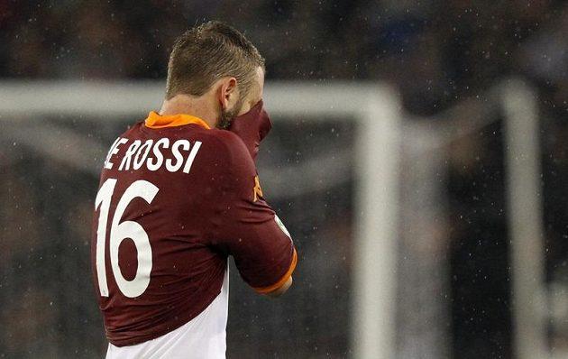 Záložník AS Řím De Rossi svůj tým v městském derby citelně oslabil.