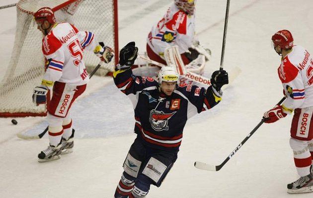Chomutovský Milan Kraft se raduje z gólu proti Českým Budějovicím.