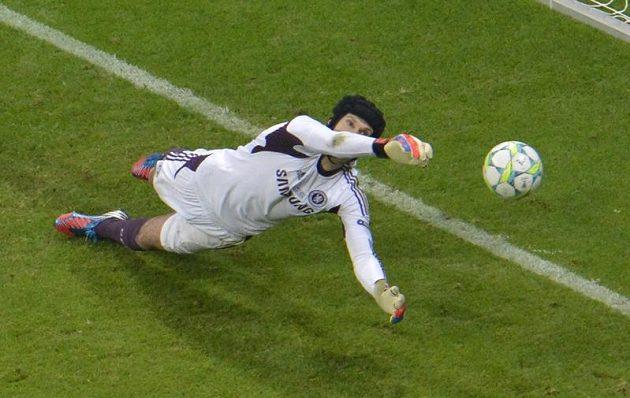 Petr Čech likviduje penaltu v rozstřelu při finále Ligy mistrů.
