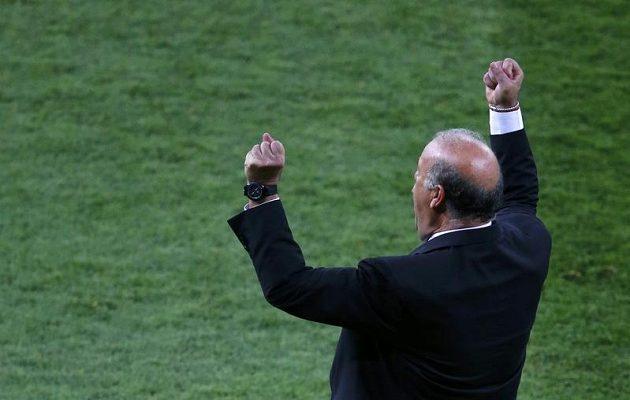 Španělský trenér Vicente del Bosque a jeho gesto radosti nad průběhem finále Eura proti Itálii.