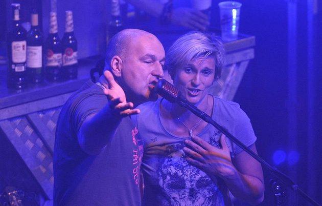 Oštěpařka Barbora Špotáková a frontman skupiny Tři sestry Lou Fanánek Hagen.