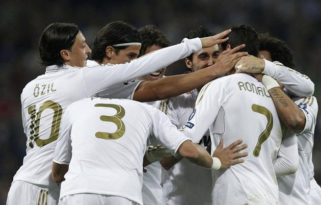 Fotbalisté Realu Madrid se radují z gólu proti CSKA