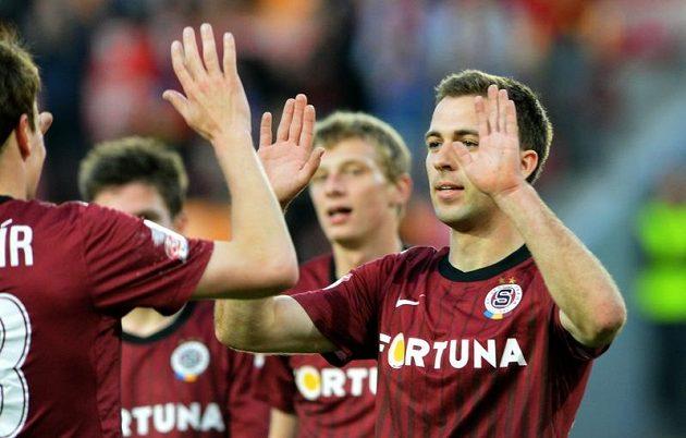Josef Hušbauer (vpravo) ze Sparty se raduje z rozhodujícího gólu v odvetě čtvrtfinále poháru České pošty proti Mladé Boleslavi.