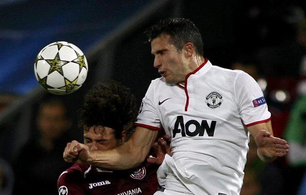 Robin van Persie (vpravo) pomohl Manchesteru United k výhře nad Kluží dvěma trefami