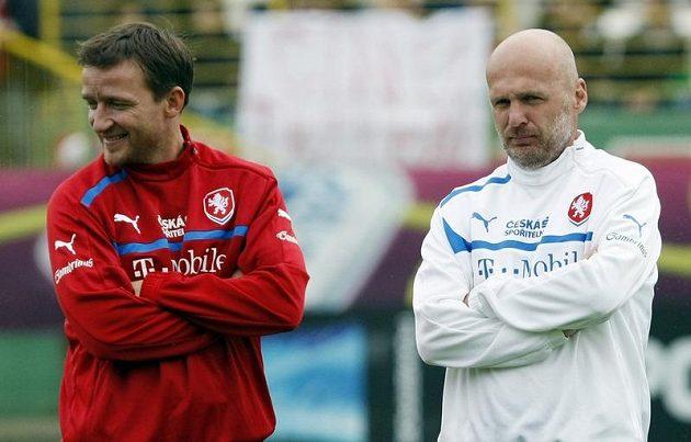 Vladimír Šmicer a Michal Bílek na tréninku českého týmu po zápase proti Řecku