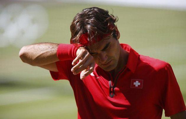 Švýcar Roger Federer se během olympijského finále trápil...