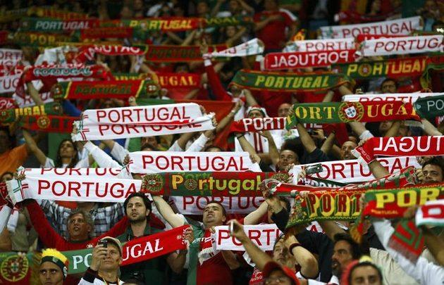 Fanoušci Portugalska při zápasu svého týmu proti Německu