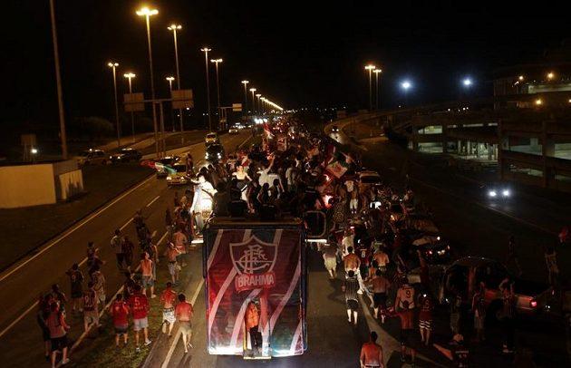 Triumfální jízda hráčů Fluminense po zisku brazilského titulu.