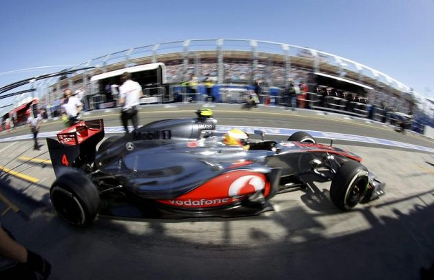 Lewis Hamilton na okruhu v Austrálii.