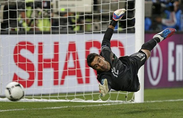 Na rozhodující penaltu Cesca Fábregase portugalský brankář Rui Patricio nedosáhl