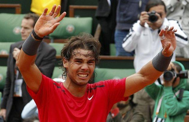 Rafael Nadal se raduje ze sedmého titulu na French Open