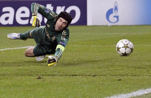 Brankář Chelsea Petr Čech inkasuje gól v utkání s Juventusem.