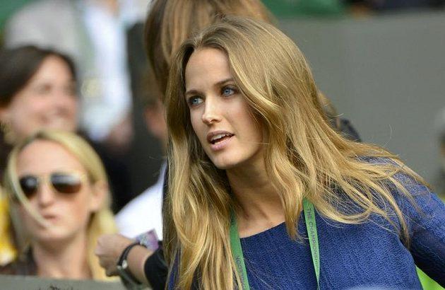 Andymu Murraymu v hledišti Centrálního dvorce ve Wimbledonu držela palce i jeho přítelkyně Kim Searsová