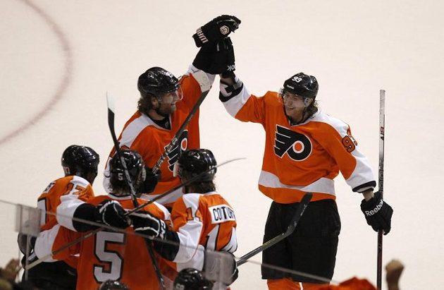 Velká radost hráčů Philadelphie byla oprávněná. K postupu jim chybí jediná výhra.