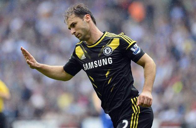 Obránce Chelsea Branislav Ivanovič se raduje ze své branky proti Wiganu.
