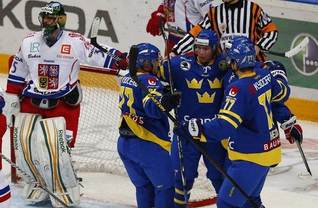Čtyřikrát lovil brankář Alexander Salák puk ze své sítě po švédských trefách, přesto byl vyhlášen nejlepším hráčem Hadamczikova výběru v utkání