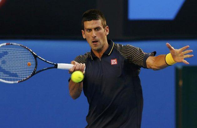 Srbský tenista Novak Djokovič v utkání proti Davidu Ferrerovi.