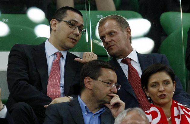 Předesda polské vlády Donald Tusk (vpravo) zápas s Českem sledoval přímo z vrtislavského stadiónu.