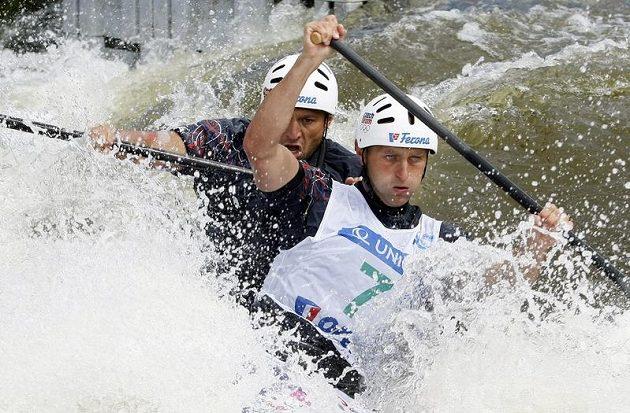 Jaroslav Volf (vpravo) a Ondřej Štěpánek na trati Světového poháru v pražské Troji