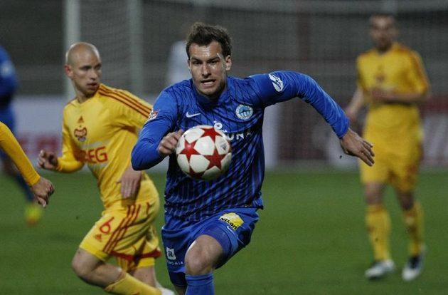 Liberecký Michael Rabušic uniká soupeřovým obráncům.